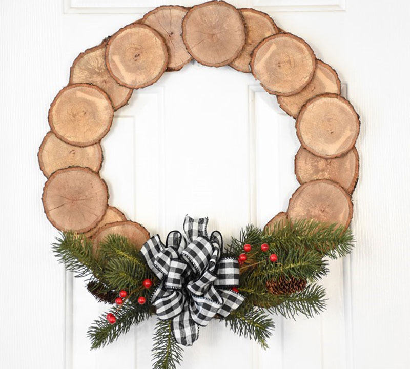 diy wood wreath from this years christmas tree
