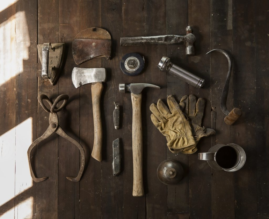 How to Create an Essential Home Toolbox